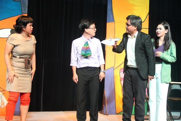 Mỹ Uyên biến hóa trên sân khấu hài của nhà hát 5B - Ảnh 4.