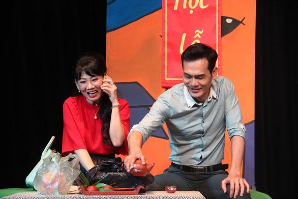 Mỹ Uyên biến hóa trên sân khấu hài của nhà hát 5B - Ảnh 1.