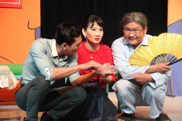Mỹ Uyên biến hóa trên sân khấu hài của nhà hát 5B - Ảnh 2.