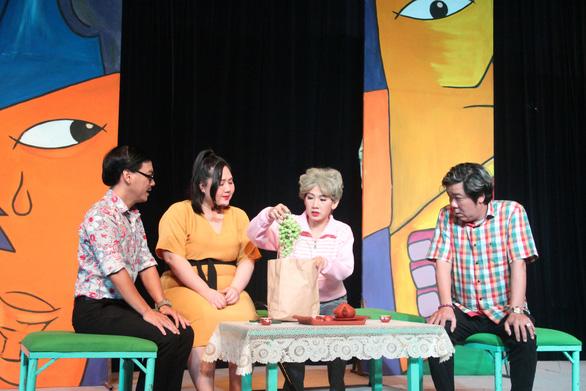 Mỹ Uyên biến hóa trên sân khấu hài của nhà hát 5B - Ảnh 3.