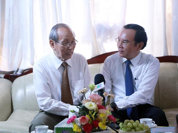 Bí thư Nguyễn Văn Nên thăm gia đình cố giáo sư Nguyễn Thiện Thành nhân ngày 20-11 - Ảnh 2.