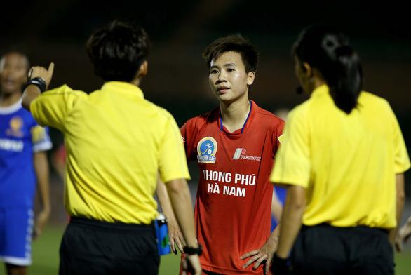 Trọng tài nữ FIFA bẻ còi ở Giải bóng đá nữ VĐQG 2020 - Ảnh 5.