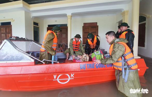 Hà Tĩnh phấn đấu người dân vùng ngập lụt đều có áo phao vào cuối năm 2021 - Ảnh 1.