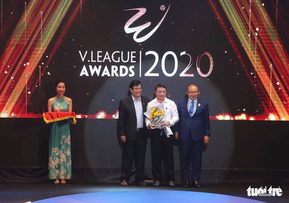 Văn Quyết đoạt danh hiệu Cầu thủ xuất sắc nhất mùa giải 2020 - Ảnh 2.