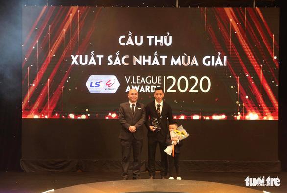Văn Quyết đoạt danh hiệu Cầu thủ xuất sắc nhất mùa giải 2020 - Ảnh 1.