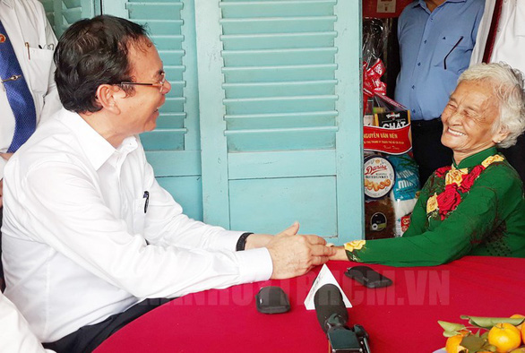 Bí thư Nguyễn Văn Nên thăm các Mẹ Việt Nam anh hùng tại huyện Củ Chi - Ảnh 1.