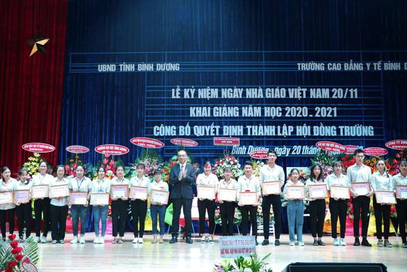 Công ty Rohto-Mentholatum (Việt Nam) trao nhiều học bổng vì cộng đồng - Ảnh 1.