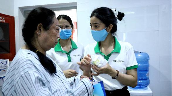 Công ty Rohto-Mentholatum (Việt Nam) trao nhiều học bổng vì cộng đồng - Ảnh 3.