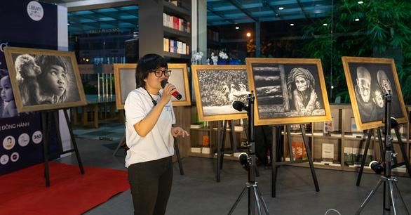 Thêm hơn 1.6 tỉ đồng xây thư viện ước mơ từ triển lãm ảnh 'Thấu cảm' - Ảnh 8.