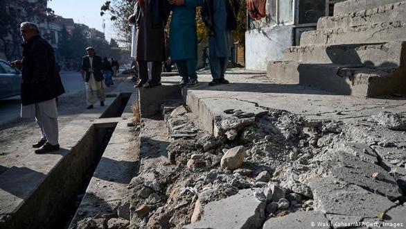 Khu vực đông dân, có các đại sứ quán nước ngoài ở Afghanistan trúng 23 tên lửa - Ảnh 1.