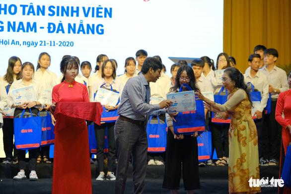Tiếp sức 150 tân sinh viên nghèo Quảng Nam - Đà Nẵng đến trường - Ảnh 2.
