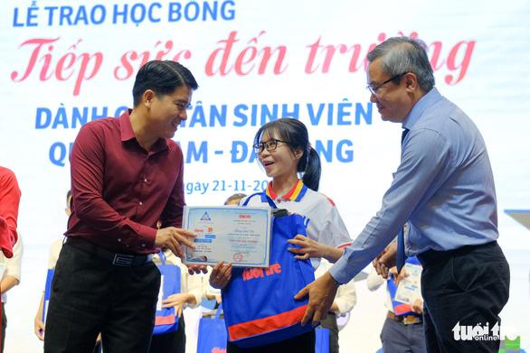 Tiếp sức 150 tân sinh viên nghèo Quảng Nam - Đà Nẵng đến trường - Ảnh 1.