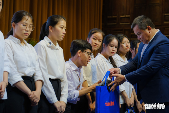 Tiếp sức 150 tân sinh viên nghèo Quảng Nam - Đà Nẵng đến trường - Ảnh 6.