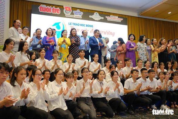 Tiếp sức 150 tân sinh viên nghèo Quảng Nam - Đà Nẵng đến trường - Ảnh 7.
