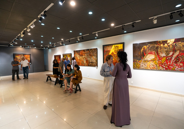Cuộc hội ngộ đặc biệt của ba họa sĩ tuổi U80 - Ảnh 10.