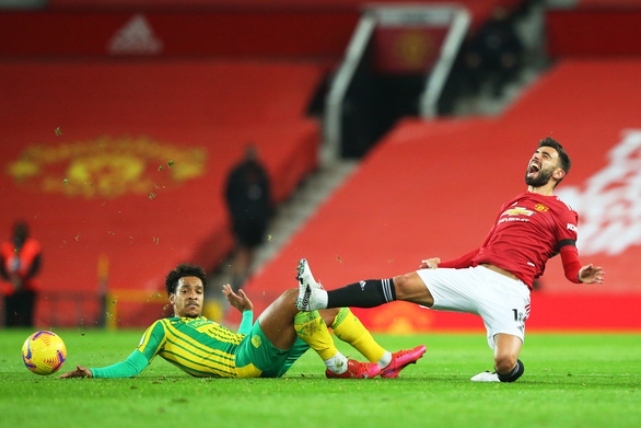 Man United lại thắng nhờ phạt đền, xứng danh Penchester - Ảnh 2.