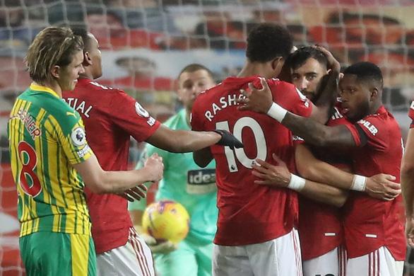 Man United lại thắng nhờ phạt đền, xứng danh Penchester - Ảnh 1.