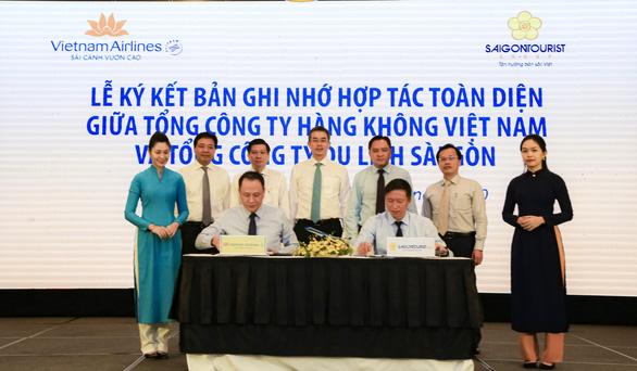 Saigontourist Group và Vietnam Airlines ký kết hợp tác toàn diện - Ảnh 1.