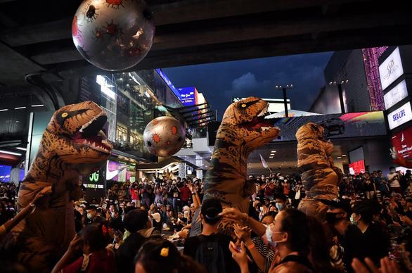 Biểu tình Thái Lan hay lễ hội hóa trang? - Ảnh 1.