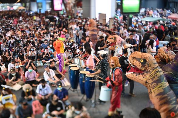 Biểu tình Thái Lan hay lễ hội hóa trang? - Ảnh 6.