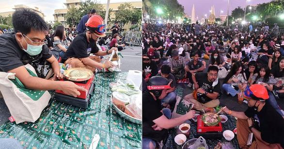 Biểu tình Thái Lan hay lễ hội hóa trang? - Ảnh 2.