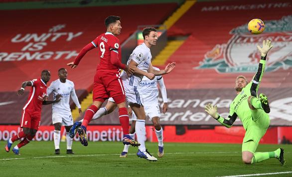 Johnny Evans đốt lưới nhà, Liverpool thắng dễ Leicester City - Ảnh 1.