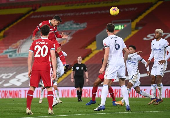 Johnny Evans đốt lưới nhà, Liverpool thắng dễ Leicester City - Ảnh 4.