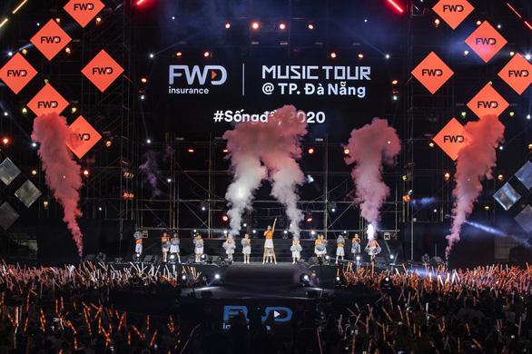 Tóc Tiên, Jack, Karik, Dế Choắt… 'bùng cháy' trong đêm nhạc FWD Music Tour - Ảnh 1.