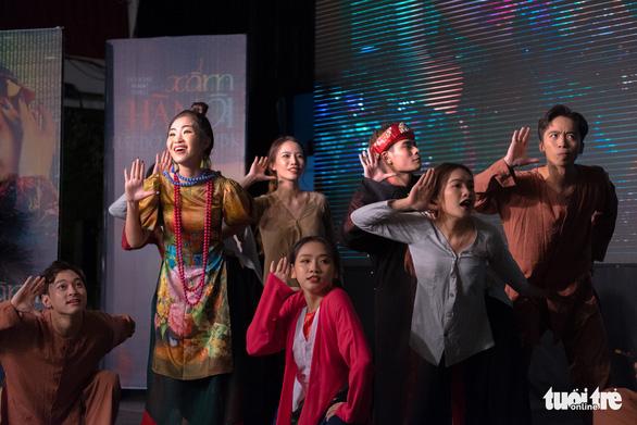 Xẩm, EDM và rap hội tụ trong MV Xẩm Hà Nội - Ảnh 4.