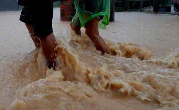 Bốn người tử vong vì khuẩn ăn thịt người sau mưa lũ - Ảnh 1.