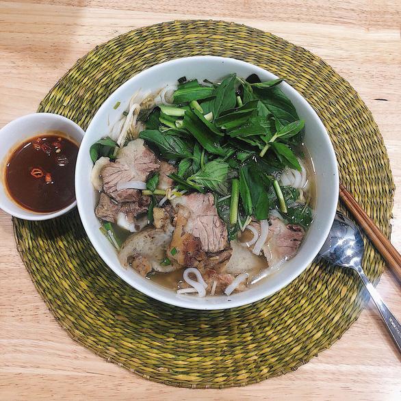 Từ Sài Gòn, vượt 200 cây số ăn tô phở miền Tây thơm ngọt như mía lùi - Ảnh 1.