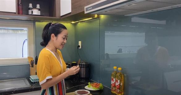 Tiết lộ chế độ ăn uống chuẩn lành mạnh của gia đình Quốc Cơ - MC Hồng Phượng - Ảnh 1.