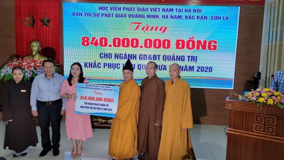 Tăng ni, Phật tử quyên góp hơn 100 tỉ đồng gửi giúp đồng bào miền Trung - Ảnh 1.