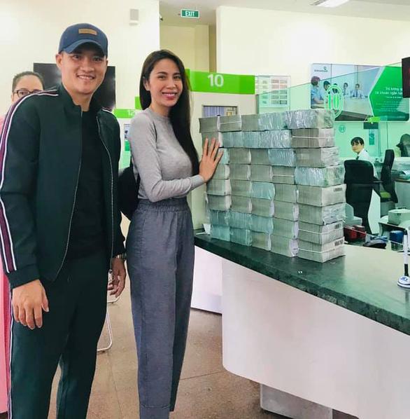 FC Thủy Tiên nói việc chuyển khoản nhầm 30 triệu; nghệ sĩ giữ sức khỏe mùa dịch - Ảnh 2.