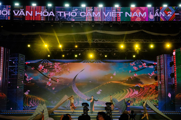 Khai mạc Lễ hội thổ cẩm Việt Nam lần thứ 2 - Ảnh 1.