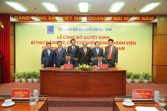 Trao quyết định bổ nhiệm chủ tịch PVN cho ông Hoàng Quốc Vượng - Ảnh 1.
