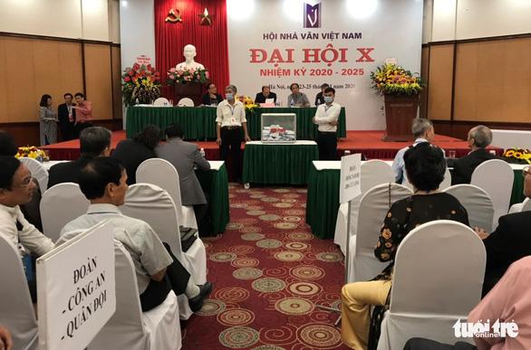 Đại hội Nhà văn đóng cửa với báo chí, ông Hữu Thỉnh rút khỏi ban chấp hành khóa mới - Ảnh 1.