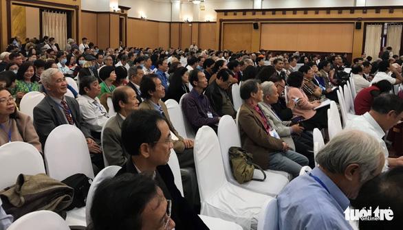 Đại hội Nhà văn đóng cửa với báo chí, ông Hữu Thỉnh rút khỏi ban chấp hành khóa mới - Ảnh 2.