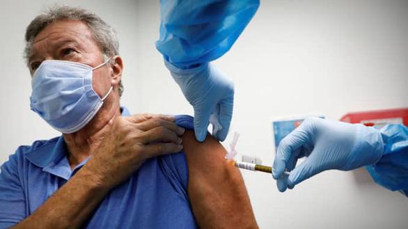 Bác sĩ Mỹ: Yêu cầu công khai tác dụng phụ của vắcxin COVID-19 - Ảnh 1.