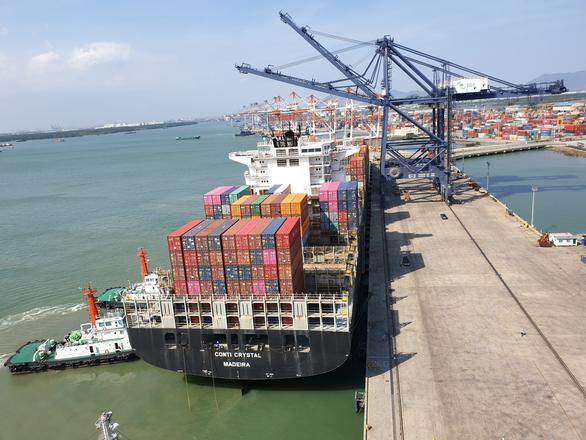 Thu phí sử dụng hạ tầng cảng biển: Thủ tướng yêu cầu nghiên cứu ý kiến trên báo Tuổi Trẻ - Ảnh 1.