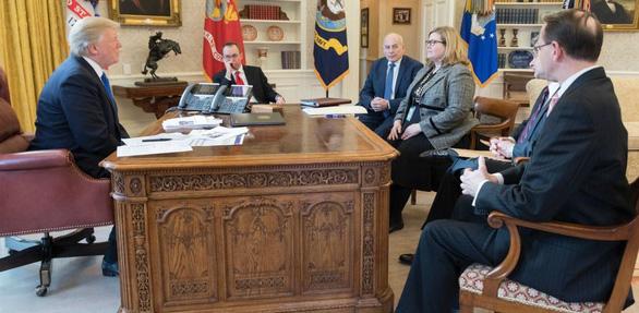 Hiểu ra sao về việc GSA bật đèn xanh chuyển giao quyền lực cho ông Biden? - Ảnh 1.