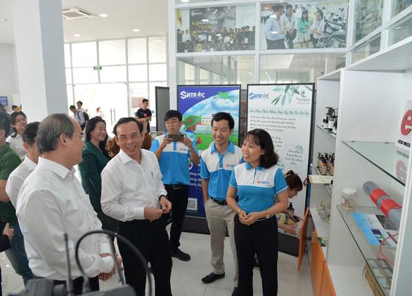 Bí thư Nguyễn Văn Nên: Muốn mời gọi đầu tư mới phải đối xử thật tốt với nhà đầu tư hiện tại - Ảnh 2.