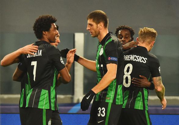 Ronaldo lập công, Juventus thắng ngược Ferencvaros, ghi tên vào vòng knock-out - Ảnh 1.