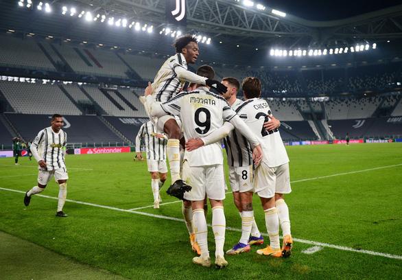 Ronaldo lập công, Juventus thắng ngược Ferencvaros, ghi tên vào vòng knock-out - Ảnh 3.