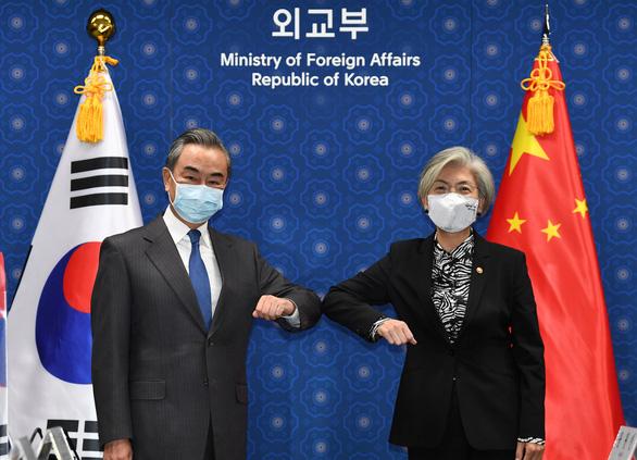 Ông Vương Nghị: Quan hệ Trung - Hàn khắng khít nhờ đại dịch COVID-19 - Ảnh 1.