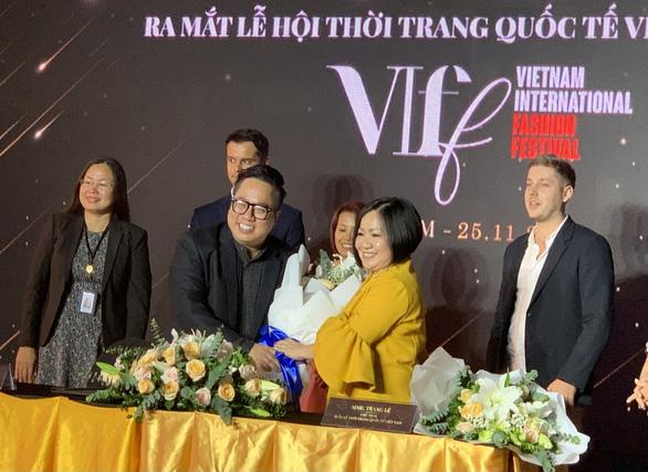 Lần đầu quảng bá văn hóa, du dịch Việt Nam qua Lễ hội thời trang quốc tế - Ảnh 2.