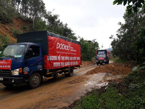 Đoàn xe Dookki về Quảng Ngãi cứu trợ người dân vùng lũ - Ảnh 2.