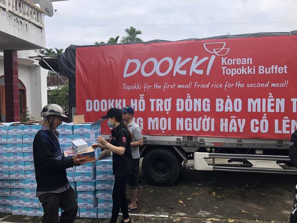 Đoàn xe Dookki về Quảng Ngãi cứu trợ người dân vùng lũ - Ảnh 3.