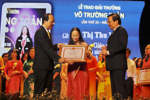 Anh đạp xích lô vào đại học năm 40 tuổi nhận giải thưởng Võ Trường Toản - Ảnh 2.