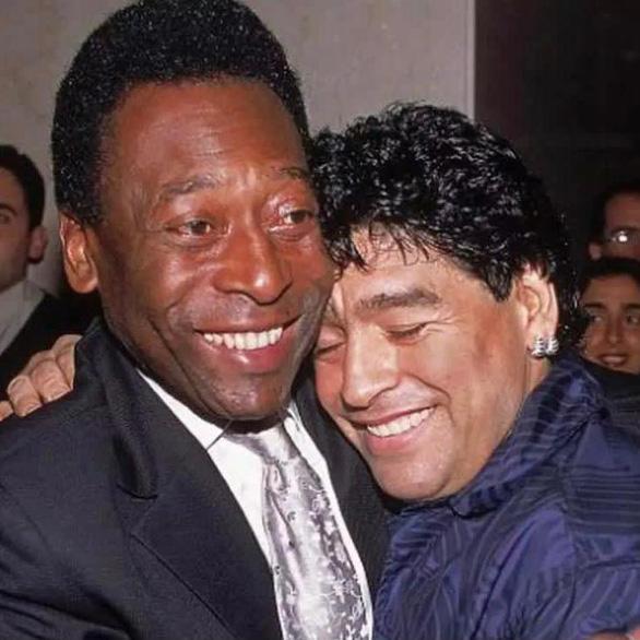 Pele hẹn Maradona chơi bóng ở thiên đường, Messi và thế giới tiếc thương - Ảnh 1.